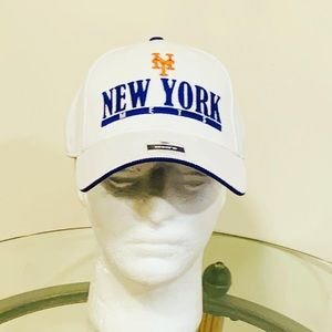 New York Mets snap back hat.